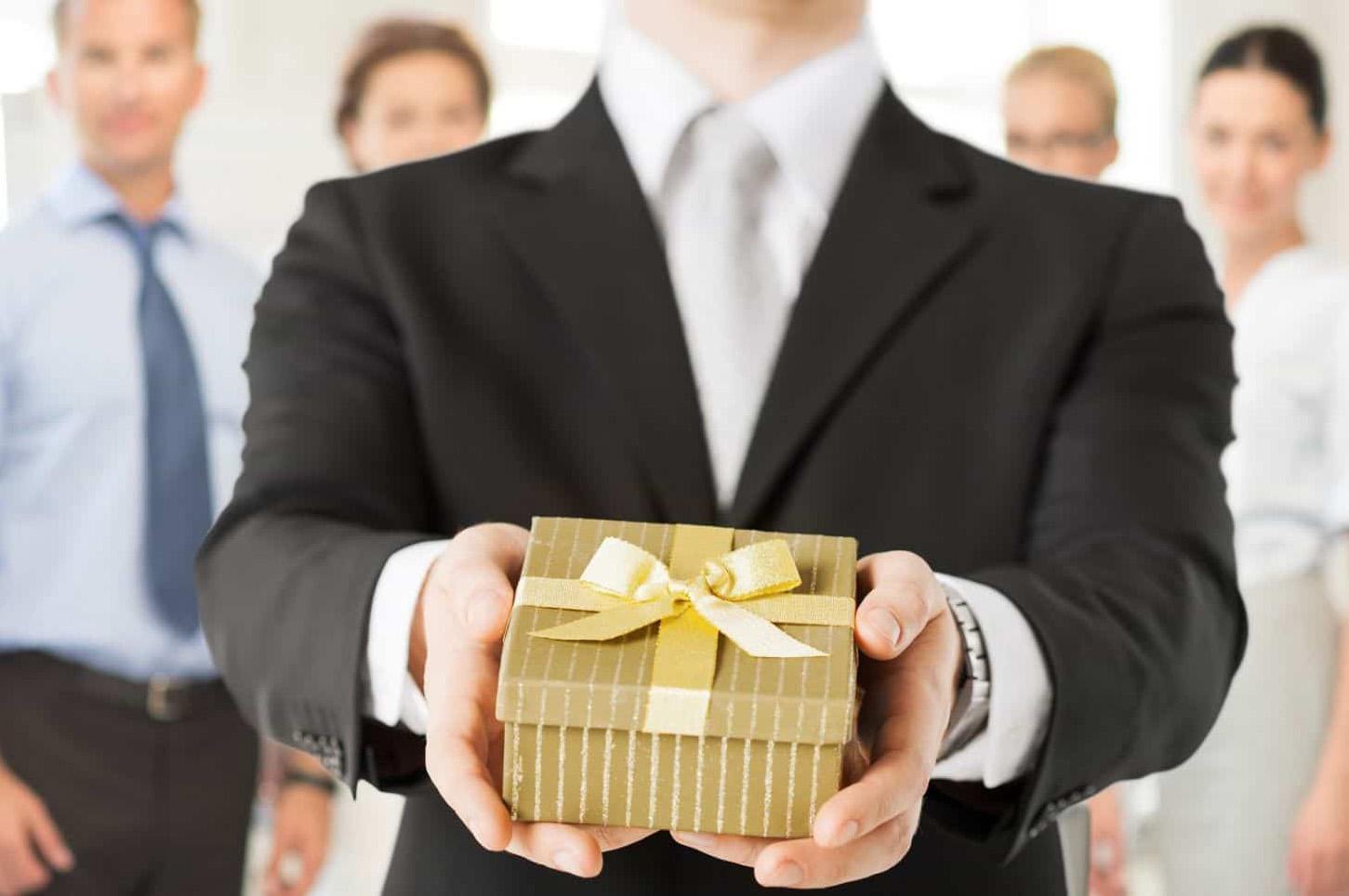 Принимаем заказы на изготовление корпоративных новогодних подарков